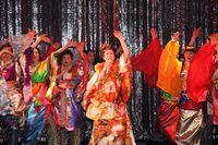「とっておきの大阪」体験ツアー ミナミのニューハーフショーと歌声喫茶