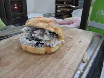 世界で2番目に美味しい焼き立てメロンパンアイス