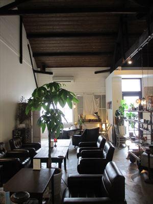 倉庫リノベーションのアンティークなお洒落Cafe Nero(ネロ)