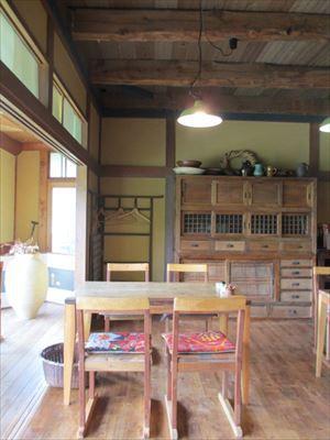 自然がいっぱい萱葺き古民家の蕎麦きり蔦屋(つたや)