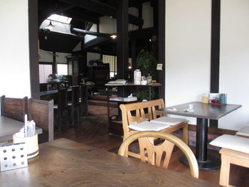 亀岡の古民家カフェあたご屋さんで米粉バーガー