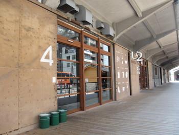 海辺にあるオシャレなヤードカフェ