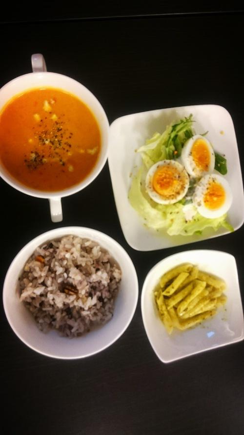 オマール海老のスープと五穀米ランチ