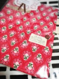 赤い花柄の手帳カバー