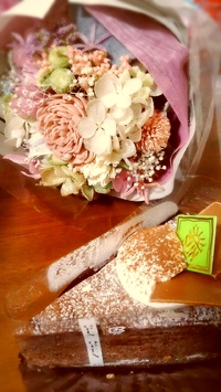 ケーキとお花。