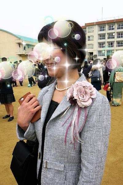 卒業式でのコサージュ
