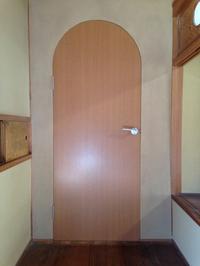 アーチなドア作りました。