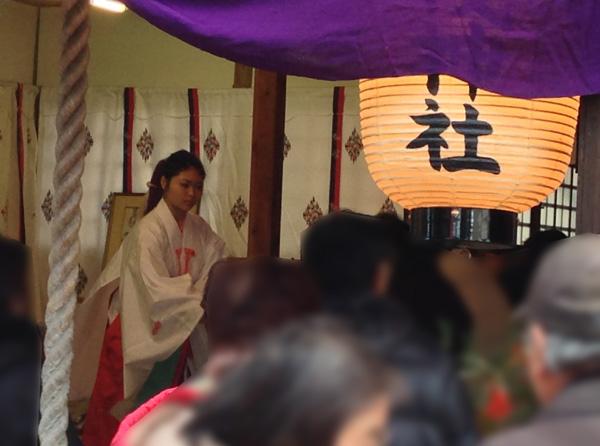 野見神社の巫女さん