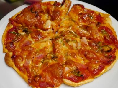ジーカフェ特製 おやじのピザ