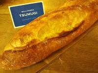 Q.茨musの料理メニュー「フランスパンの海老グラタン」の説明文にある「とあるパン屋の…」ってどこのパン屋なの??