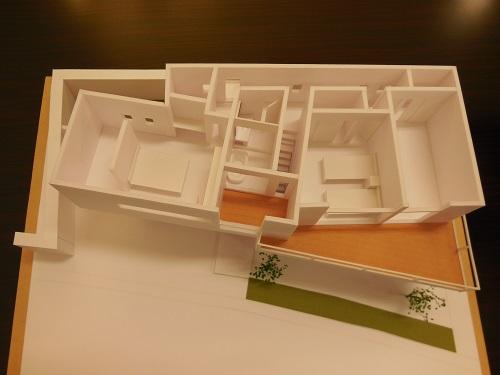 分かりやすい建築模型を見てください。