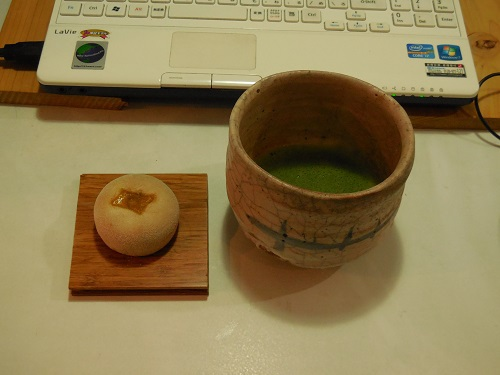 事務所でお抹茶。