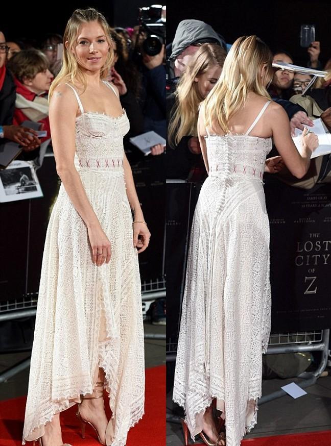 Sienna Miller en robe chic dentelle beige bohème