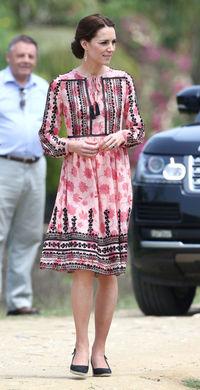 Pantalon et robe de Kate en Inde