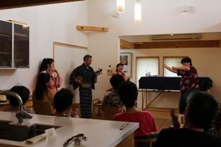 木の家のモデルハウスで三線ライブ、開催しました!