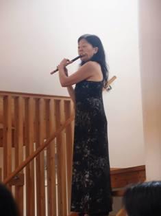 木の空間での楽器や歌声の響きの違いを7/24の三線ライブで体感してみませんか?