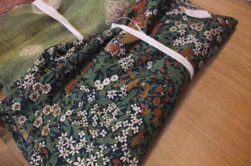 着物布の展示会を開催中です(中村)