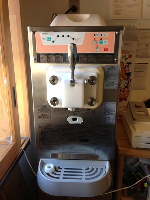 ソフトクリームのサーバー機は1週間に一度のメンテナンス