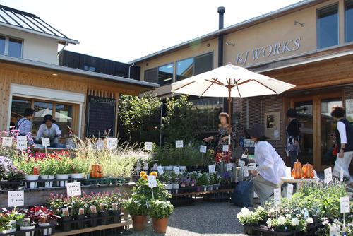 お花の販売会と寄せ植え教室