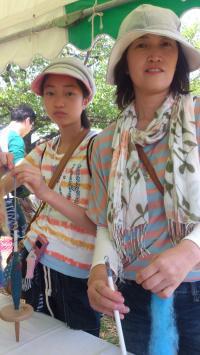 ロハスフェスタ会場で糸紡ぎ体験、ありがとう♪