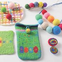 パオで遊ぼう―糸紡ぎ、フェルトボール作り