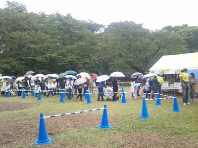 雨ですが、開催しています☆
