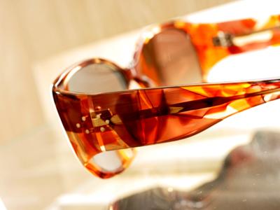 多色柄が綺麗なこのサングラスは…
