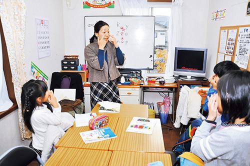 【小学生の英語講師】ステップワールド英語スクール