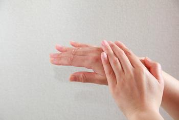 手もエイジングケアして、いつまでも美しくキープ☆