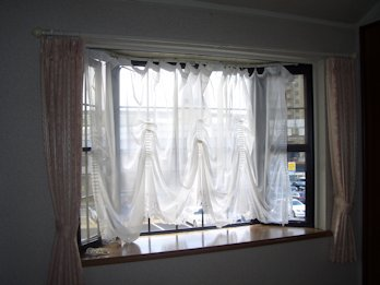 カーテン吊りかえるのは20年ぶり