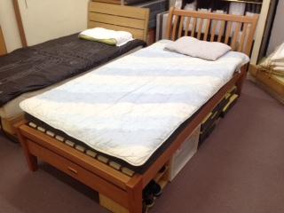 ベッドは寝具です