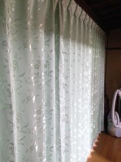 ふとんの日にカーテン