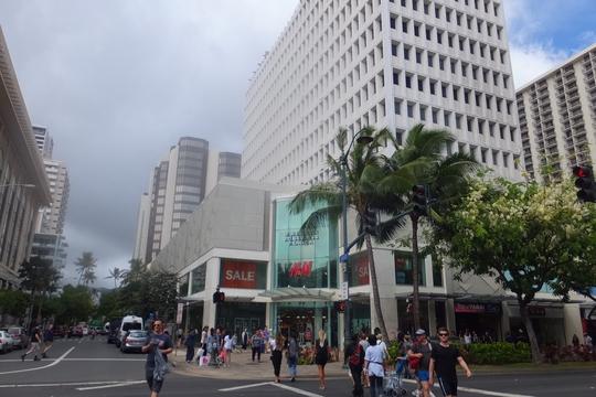 ワイキキ 「ロイヤルハワイアンセンター」 ハワイ珍道中20 ワイキキのど真ん中にあるショッピングセンター!