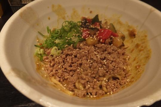 西大橋・北堀江 「汁なし」 ジャンキーさがクセになりそうなカレー担々麺!