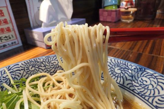 大東・鴻池新田 「而今(じこん)」 味わい深い芳醇醤油鶏そば!