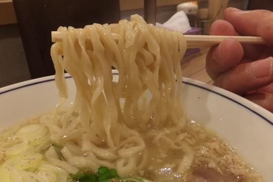 西中島 「らーめん鱗(うろこ)」 大阪トップクラスの塩らーめんが頂けます!