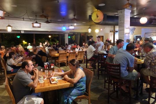 ワイキキ・パークショア 「ルルズ・ワイキキ・サーフクラブ」 ハワイ珍道中10 大人気の海岸沿いにあるダイニング!