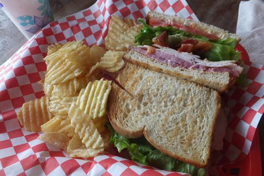 ホノルル・モンサラット 「ボガーツカフェ」 ハワイ珍道中11 朝の定番アサイボウルがメチャクチャ旨い大人気のお店!