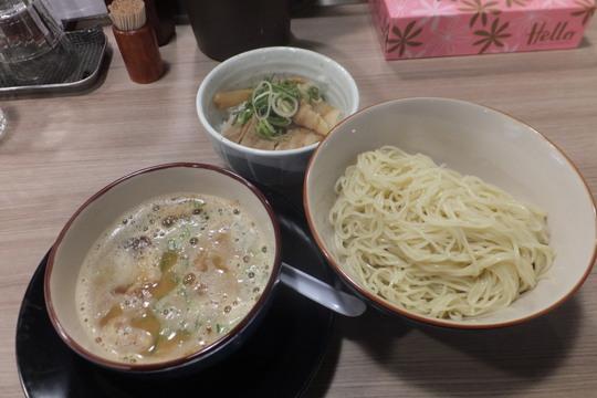 新大阪 「麺屋青空」 ライトで食べやすい豚骨つけ麺!