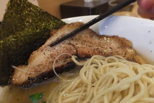 岸里 「らーめん工房 麺作」 魚介と昆布の出汁が香る塩そば!