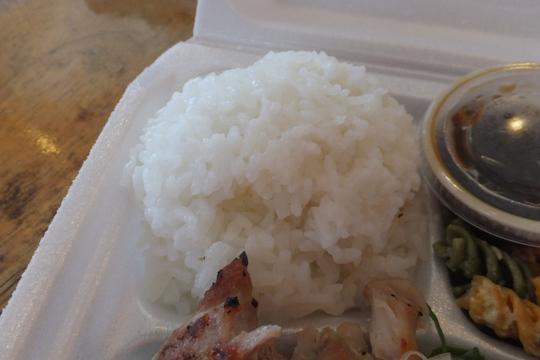 ホノルル・モンサラット 「パイオニアサルーン」 ハワイ珍道中13 大人気のランチボックスのお店!