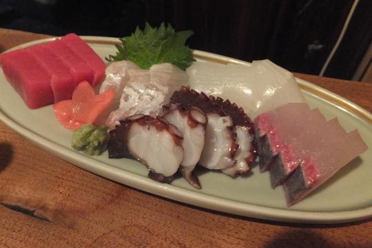 なんば 「魚屋ひでぞう 立ち呑み店」 新鮮な魚介類がリーズナブルに頂ける立ち呑み店!