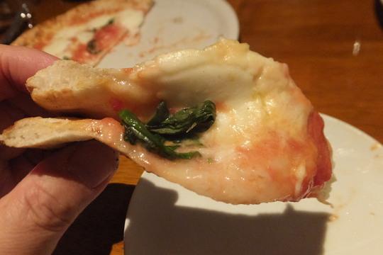 吹田・江坂 「ピッツェリア カプリコルノ」 窯で焼かれるピザはジューシーで旨い!