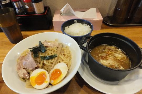 新大阪 「やまふじ」 煮干しがガツンのつけ麺!