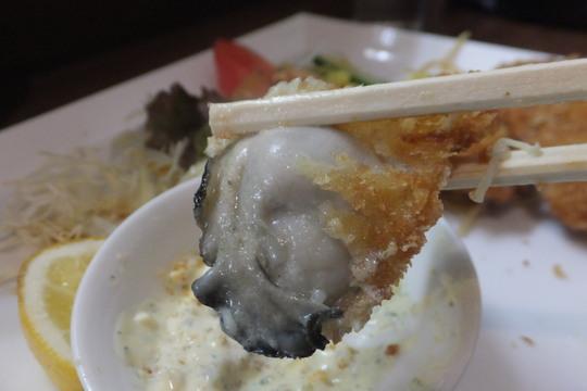 なんば 「グリル南風」 人気の洋食屋で頂くプリプリのカキフライ!