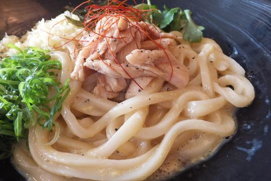 新大阪 「情熱うどん 讃州」 あえ麺の感覚な淳の釜玉!