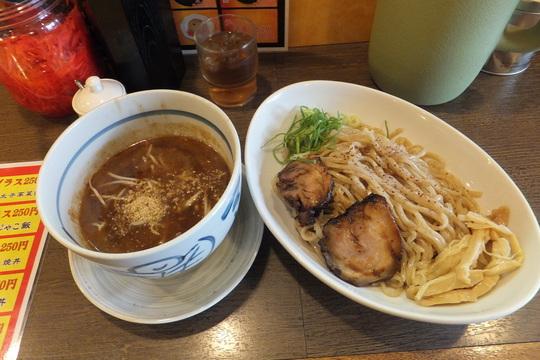 南森町・天三 「博多ラーメン 一歩」 トロトロの濃厚煮干しつけ麺!
