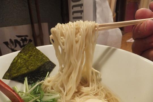 天満 「湯梅軒(とうばいけん)」 馬あばら骨・ミンチ・野菜を使った黄金天馬塩!