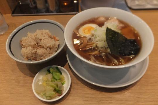 心斎橋 「三代目さかえや」 すっきり美味しい富山産の中華そば!
