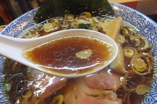 梅田・兎我野町 「麺や ぶたコング」 生姜醤油らーめんがコクがあって旨い!